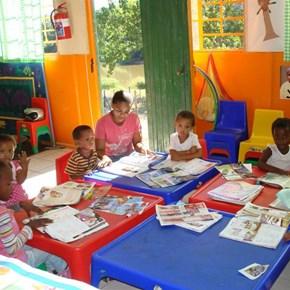 Kaapzicht Estate: Our Farm Community / Kindergarten