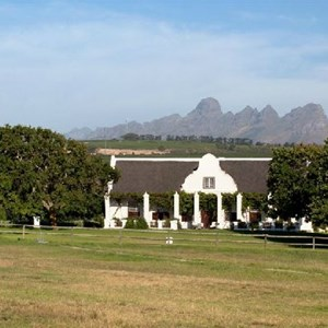 The Homestead & Mountains at Meerlust Estate