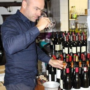 Higgo Jacobs preparing the wines