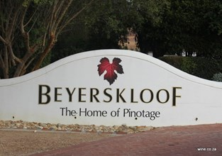 The Classic Beyerskloof entrance